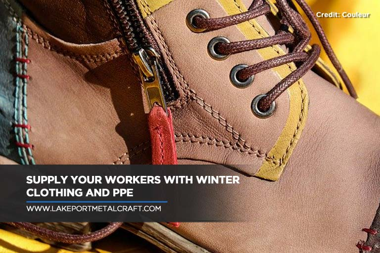 Supply your workers with winter clothing and PPE